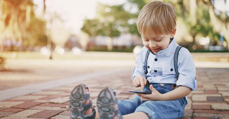 Les tablettes et écrans sont-ils dangereux pour les enfants ?